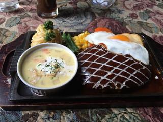 ハンバーグ専門 大賀 - 2014/12 付け合わせはスープだった
