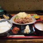 九州料理 球磨家 - 豚生姜焼き定食(900円)