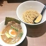 34086335 - 炙りホルモンつけ麺S¥830 +半のせ(クーポンサービス・通常¥120)