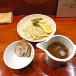 ラーメン8 - 正油味のつけパスタ(φ2.2mm歯ごたえのあるパスタにレモンをしぼってどうぞ)750円