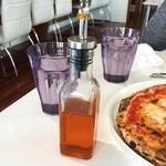 Pizzeria Antimo - 辛く無い辛いオイル(笑)