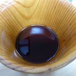 ウッディハウス - すばらしい、木目です。木の香りは無く、本枯れ鰹の香りが良い。ここで会えるのが不思議、「達磨」「翁」の汁