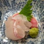 34098648 - 鯛のお刺身(この日の鯛は愛媛県産)