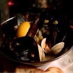 ベルゴ - ムール貝と白ハマグリのワイン蒸し