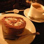 北一ホール - 珈琲とロールケーキ