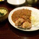 ヴィヴィ食堂 - キーマカレー大盛(ご飯0.7合位+サラダ+具沢山の味噌汁付き)