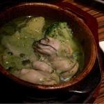 34101814 - 牡蠣とブロッコリーのアヒージョ