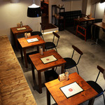 CHIEZO CAFE - 木のぬくもりをいかしたインテリア