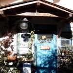 ホットポット - 山小屋のような入り口