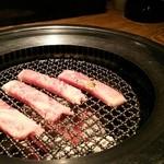 炭火ダイニングココロ - 仙台牛サーロインステーキ焼き中。