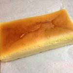 アルトロシエスタ - 四角い形のチーズケーキは珍しい