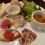 ハージーズ - 前菜5品。スープからオムレツ、バーニャカウダまで。