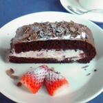 Cafe DEN - 2010/1 名前失念、たしかストロベリーフール(苺のクリーム)を挟んだチョコ生地のケーキ