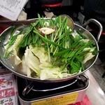 熊本牧場直営 石黒商店 - 博多モツ鍋(塩味)