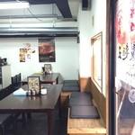 自家製麺 製麺王 - 入り口入って右の席です