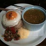 cafe ACHE pa'ti - カルルという料理。とろみ(ネバネバ系)で美味しい!