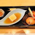 34130142 - お豆腐、サーモンの手毬逗子、酒盗