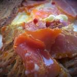 34130813 - トロリな玉子とチーズ、生ハムの塩気、蕎麦粉の香り、それらの調和の醸す魅力、美味しゅう御座いました。