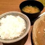 矢場とん 東京駅グランルーフ店 - 定食(御飯、キャベツ)
