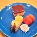 34136645 - デザート(パイン、苺、ティラミス、生クリーム)