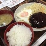 まんぷくキッチン - ハンバーグ定食 420円