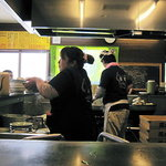 花水ラオシャン - 厨房には適度な緊張感