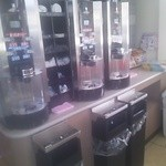 セブンイレブン  - 内観写真:コーヒーマシーン3台
