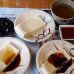 水源茶屋 - サービスの蕎麦茶と豆腐♪つまりタダ!