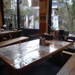 水源茶屋 - テーブル席