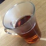 ネオ大衆串焼酒場 ぽるころっそ - お冷でなくお茶が提供されます。2015年1月