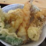 満マル - 海鮮天丼のアップ
