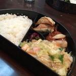 せんぼんぐらばー館 - せんぼんぐらばー館の日替りランチは、皿うどん、肉団子の甘酢、焼き餃子800円(14.12)