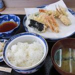 いもや - 天ぷら定食。全体はこんな感じです。