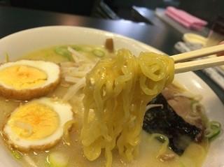 ラッキーピエロ 人見店 - 麺アップ