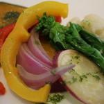 豆の王国 - かぼちゃ、赤と黄色のパプリカ、玉ねぎ、さつまいも、カリフラワーの温野菜。