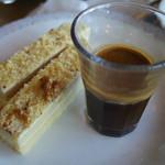 34155324 - コーヒーゼリーとナッツ系ケーキ