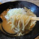 中華そば 響 - 2015年1月12日(月・祝) 濃厚煮干そば(700円) 麺リフト