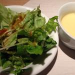 34157052 - ランチに付いてくるサラダとスープ