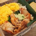 shuzenjiekibemmaizushi - 新商品の武士のシャモ飯 1,400円。ワサビの葉を食べて育った地鶏「天城軍鶏」と軍鶏のがらスープで炊き上げたご飯の組み合わせは抜群の美味しさです!!