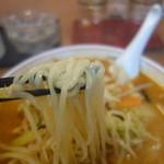 鈴木飯店 - 麺は会津では外せない縮れ麺。