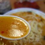 鈴木飯店 - 胡麻の風味が強い豆板醤が効いたスープ。かなり辛い印象です(^^;