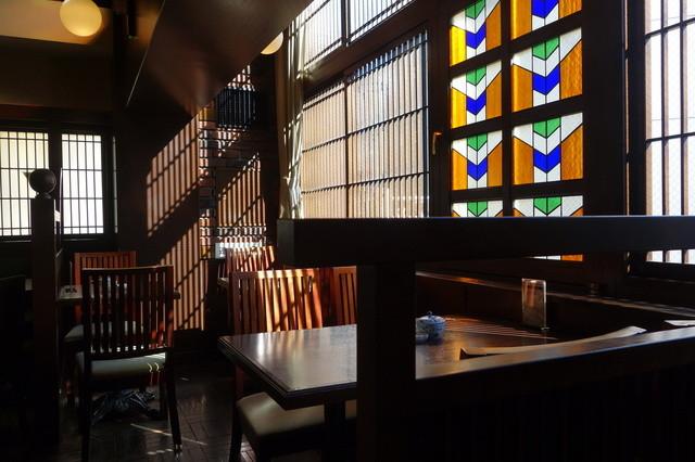 椿屋珈琲店 新橋茶寮 - 三階は喫煙専用