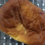アルティザン - 特製クリームパン(160円)。