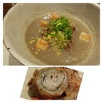 34165743 - ごぼうスープの中に「和牛の薄切り」と「揚げ高野豆腐」が入っています。