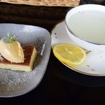 cafe de flots - チーズケーキとはちみつレモン