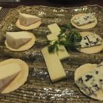 ビストロ ゲルニカ - チーズの盛り合わせ
