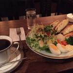 カフェ・デ・プリマベーラ - プリマムッシュ(1000円)、ニレブレンド(650円)