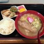 旭川ラーメン さいじょう - 料理写真:塩ラーメン定食(580円)