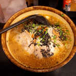 麺処 壱萬屋 - 焦がし味噌ラーメン(¥870)。海苔のように振り掛けられた黒いものが、焦がし味噌であろう