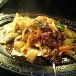 ままごとや - 牛肉と野菜の鉄板焼(680円)